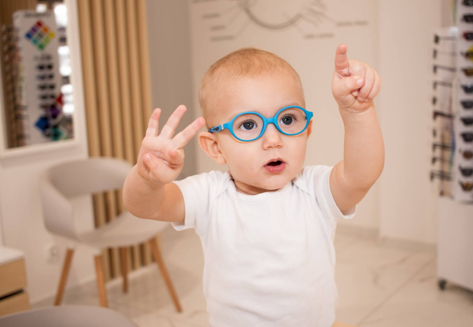 Chłopczyk w okularach od Dr OKO