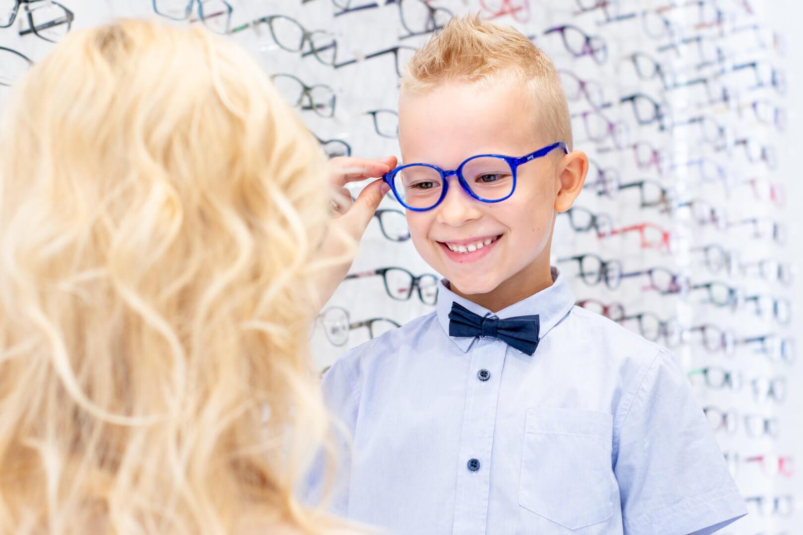 Chłopiec w okularach od Dr OKO