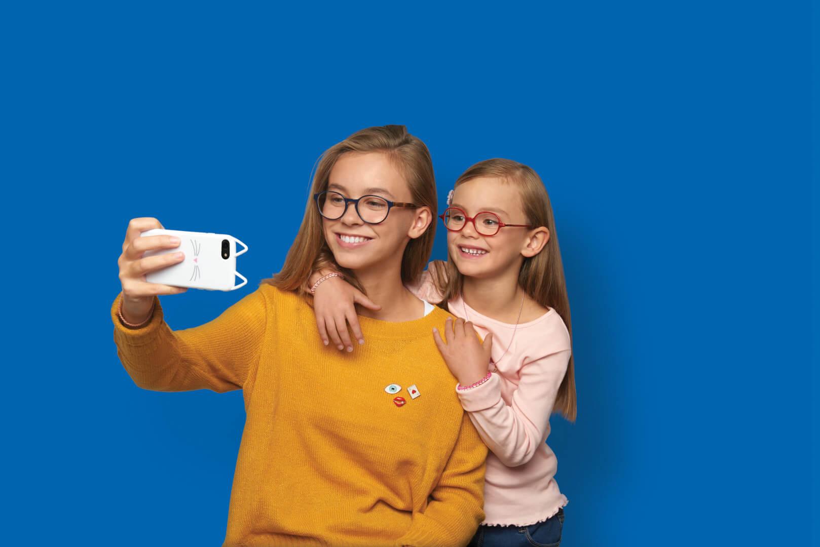 panie w okularach z powłoką Prevencia - Essilor